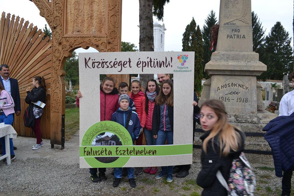 Esztelneki faluséta